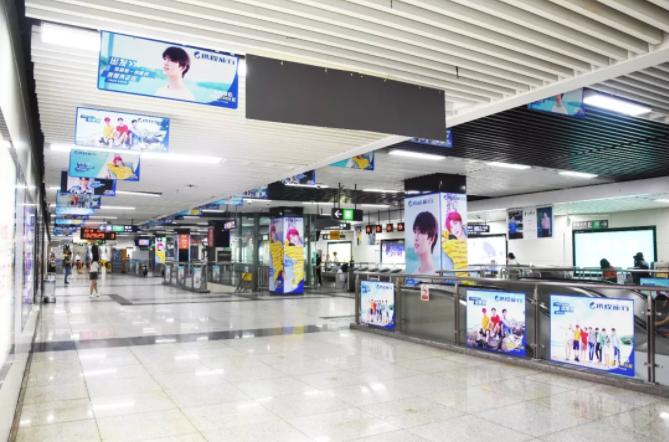 携程深圳地铁广告一号线大剧院主题站厅广告