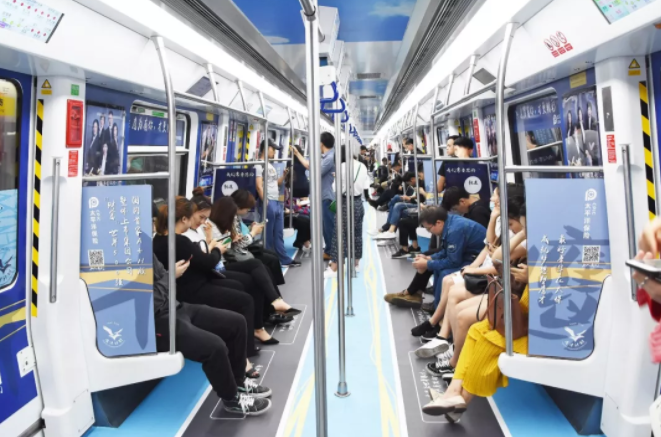 深圳地铁列车广告:一号线太平洋保险创意列车